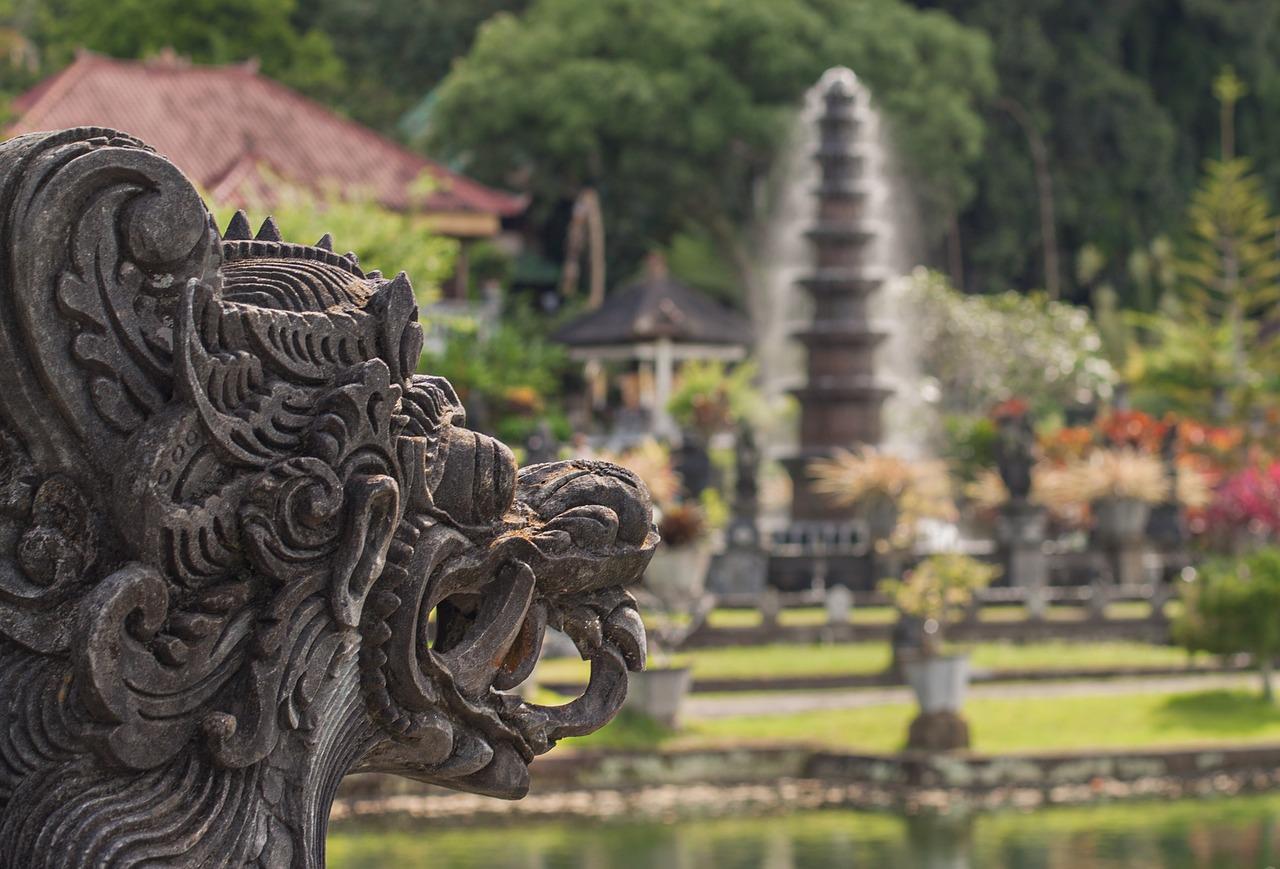 W jaki sposób i czym płacić w Indonezji