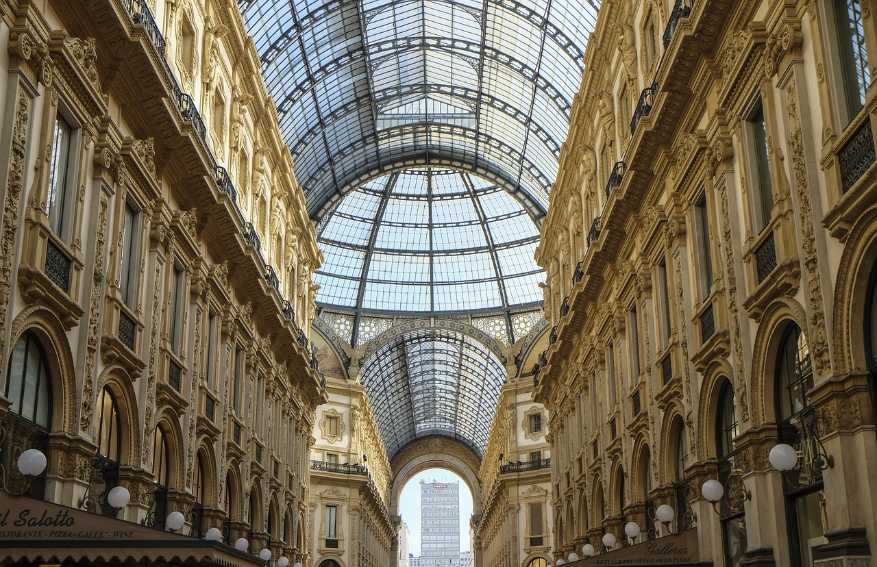Jakim miastem do zwiedzania jest Mediolan.